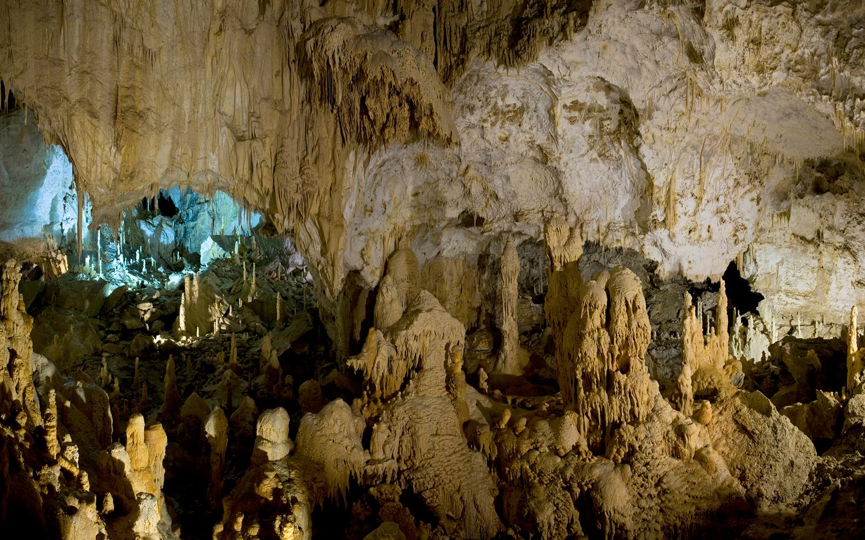 Il Natale s'illumina con iGuzzini alle Grotte di Frasassi