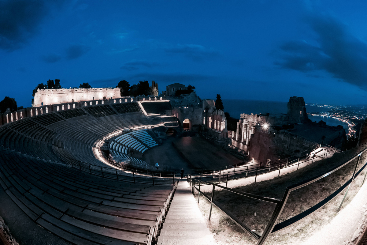iGuzzini illuminates the Greek Theatre of Taormina with Metaenergia