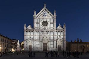 Luce bianca dinamica per la facciata di Santa Croce.